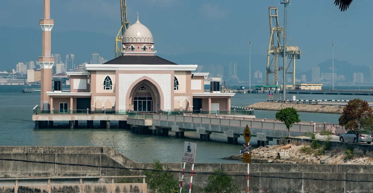 pg13-spu-mosque-on-water-6092